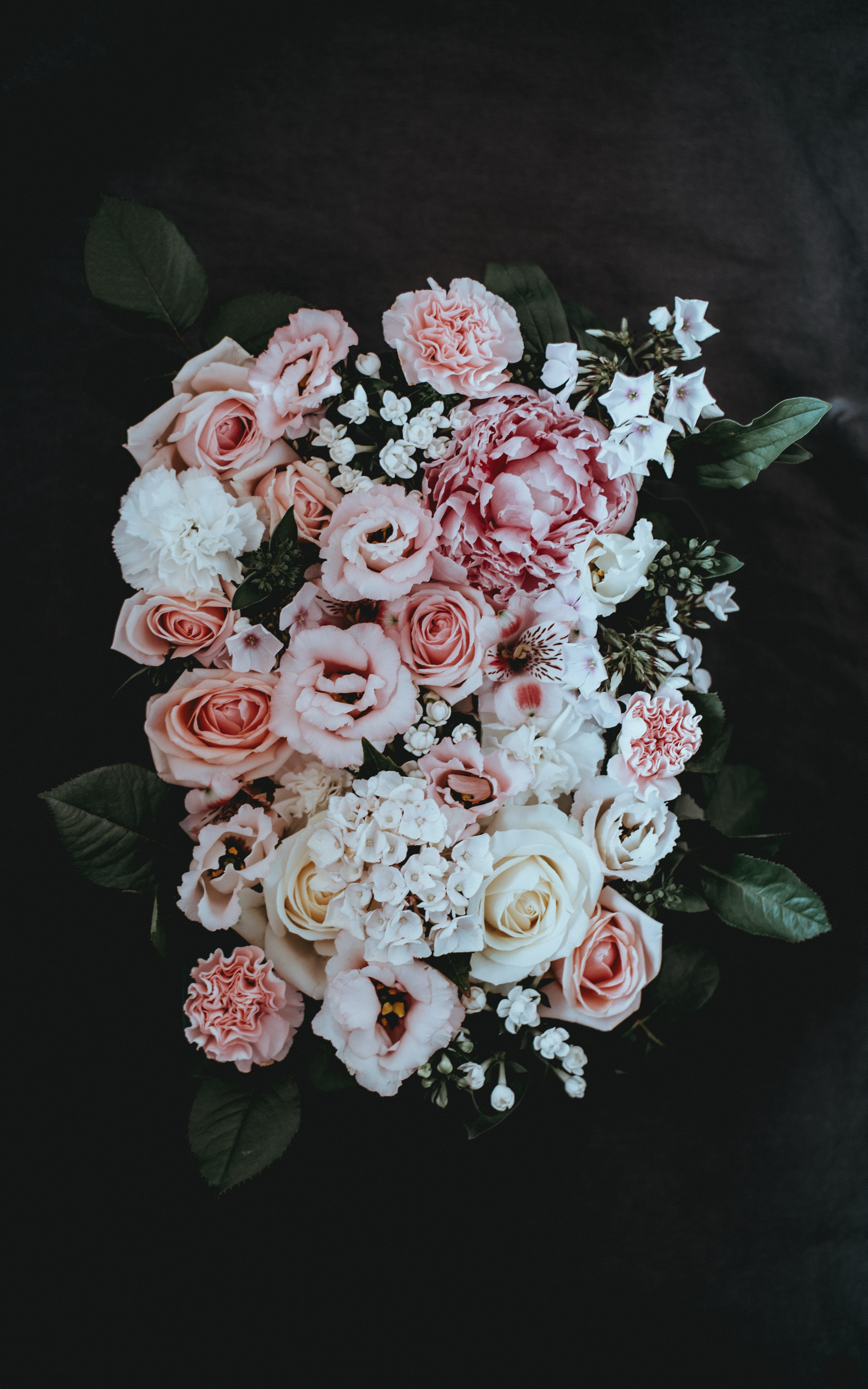 Magnificent floral bouquet of whites and pinks for a grand wedding