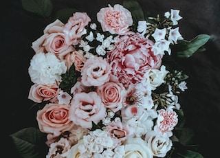 white and pink petaled flower arrangement