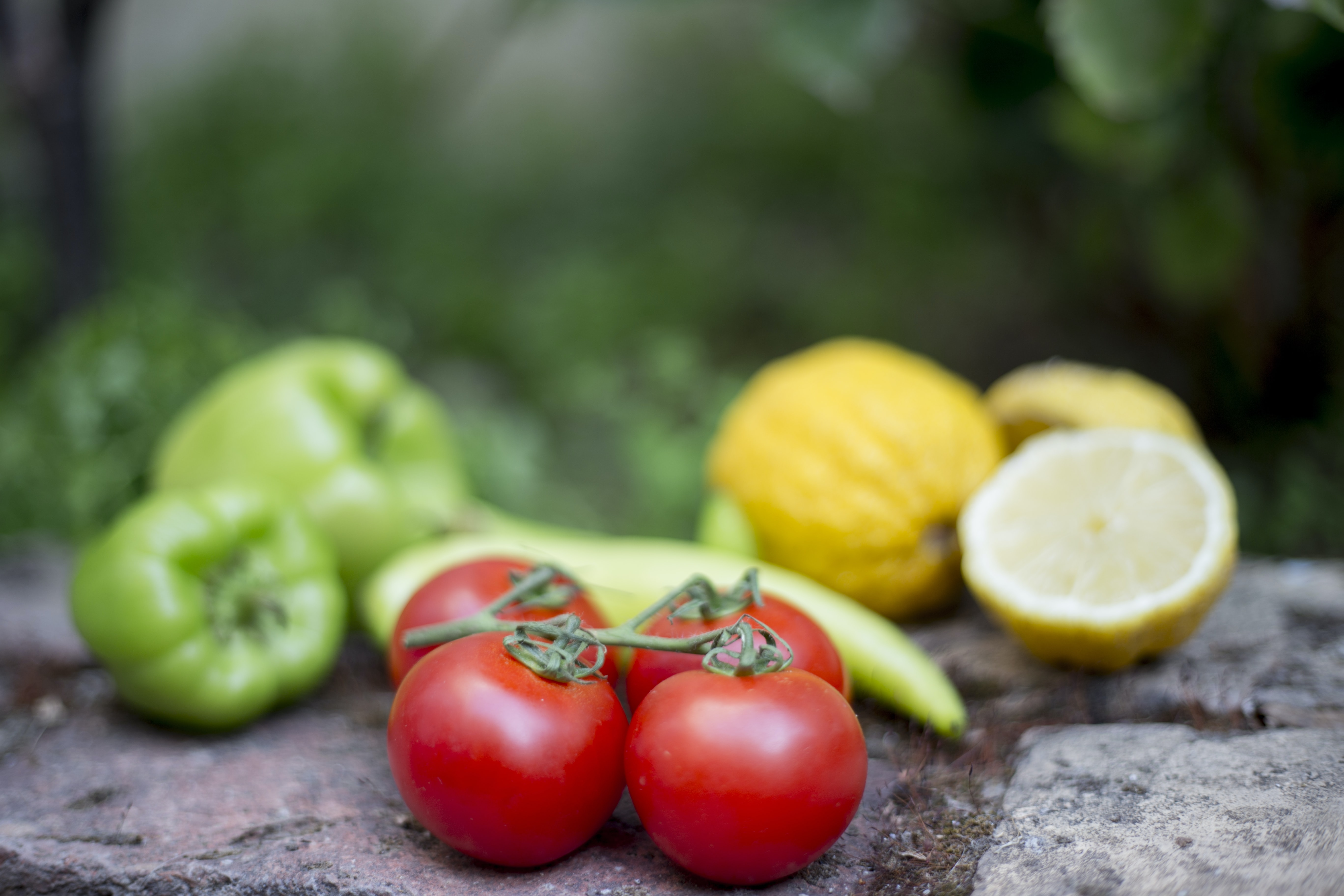 selective focus photography of cherry tomatoes