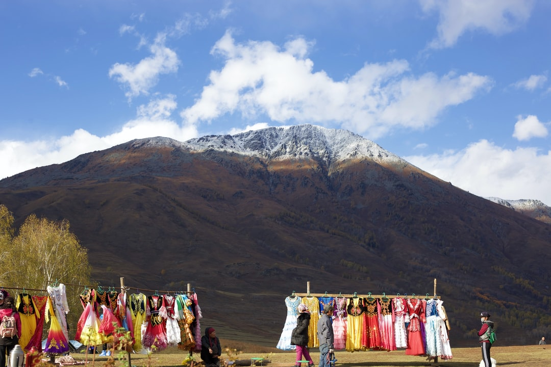 The colorful clothes you can borrow to take some photos with the snow mountain.