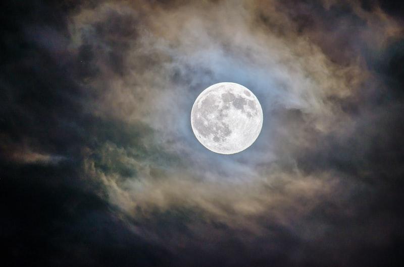 鏡花水月情。藍色玲瓏剔透心