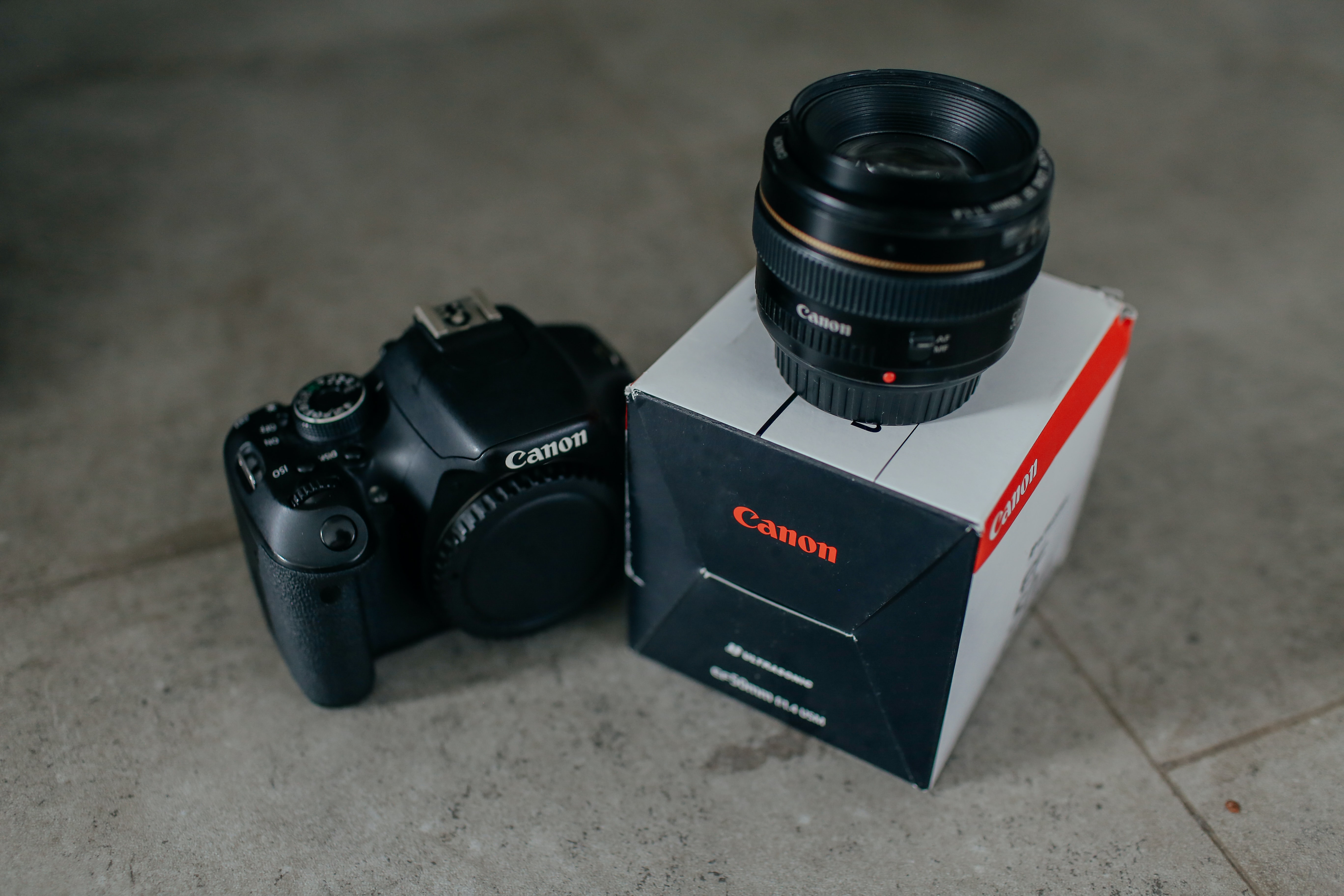 Canon DSLR body with its lens and retail box