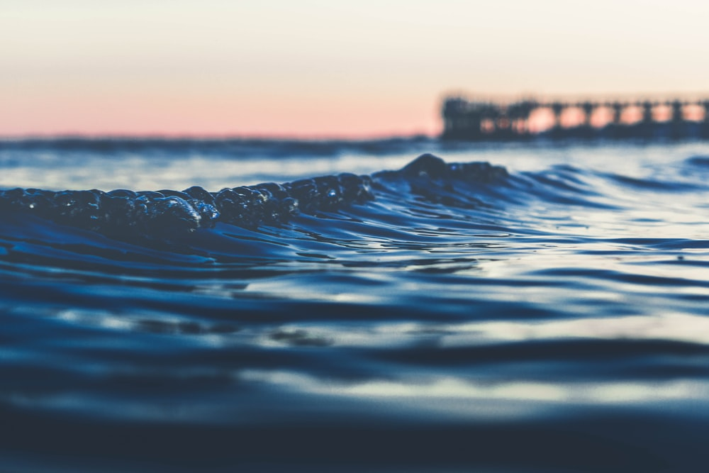 shallow focus photography of sea wave