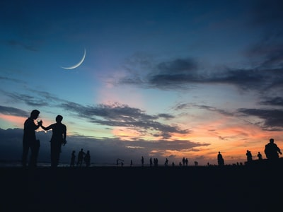 peopl,silhouet,against,a,twilit,sky,pin,with,a,crescent,moon,at,cox,bazar