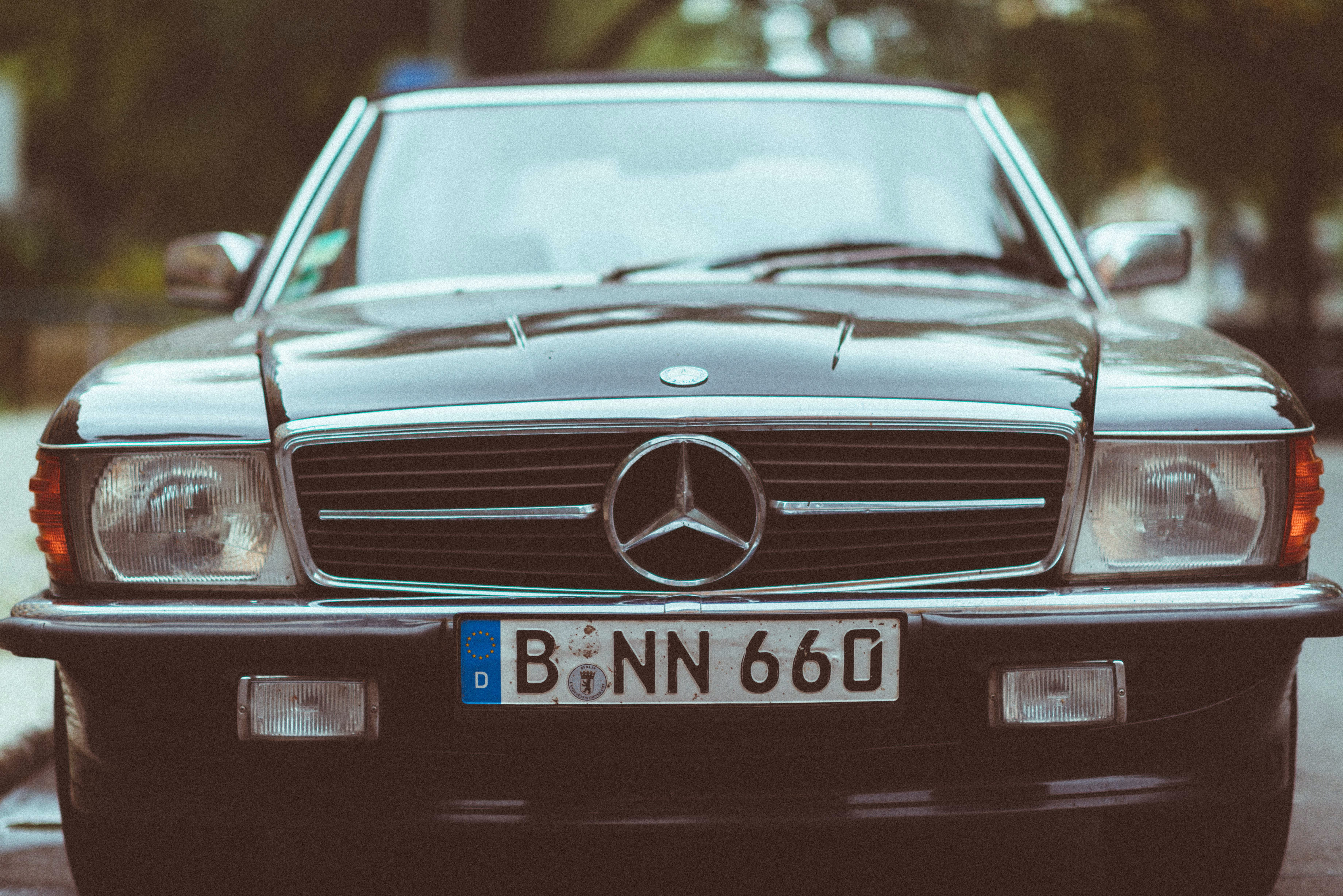 The front view of an old Mercedes Benz car.