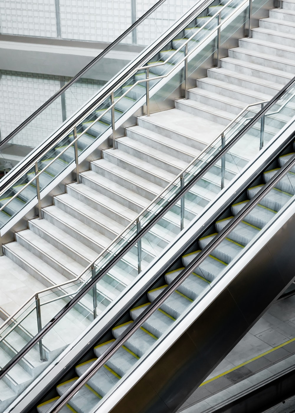 architecture photography of staircase during daytime