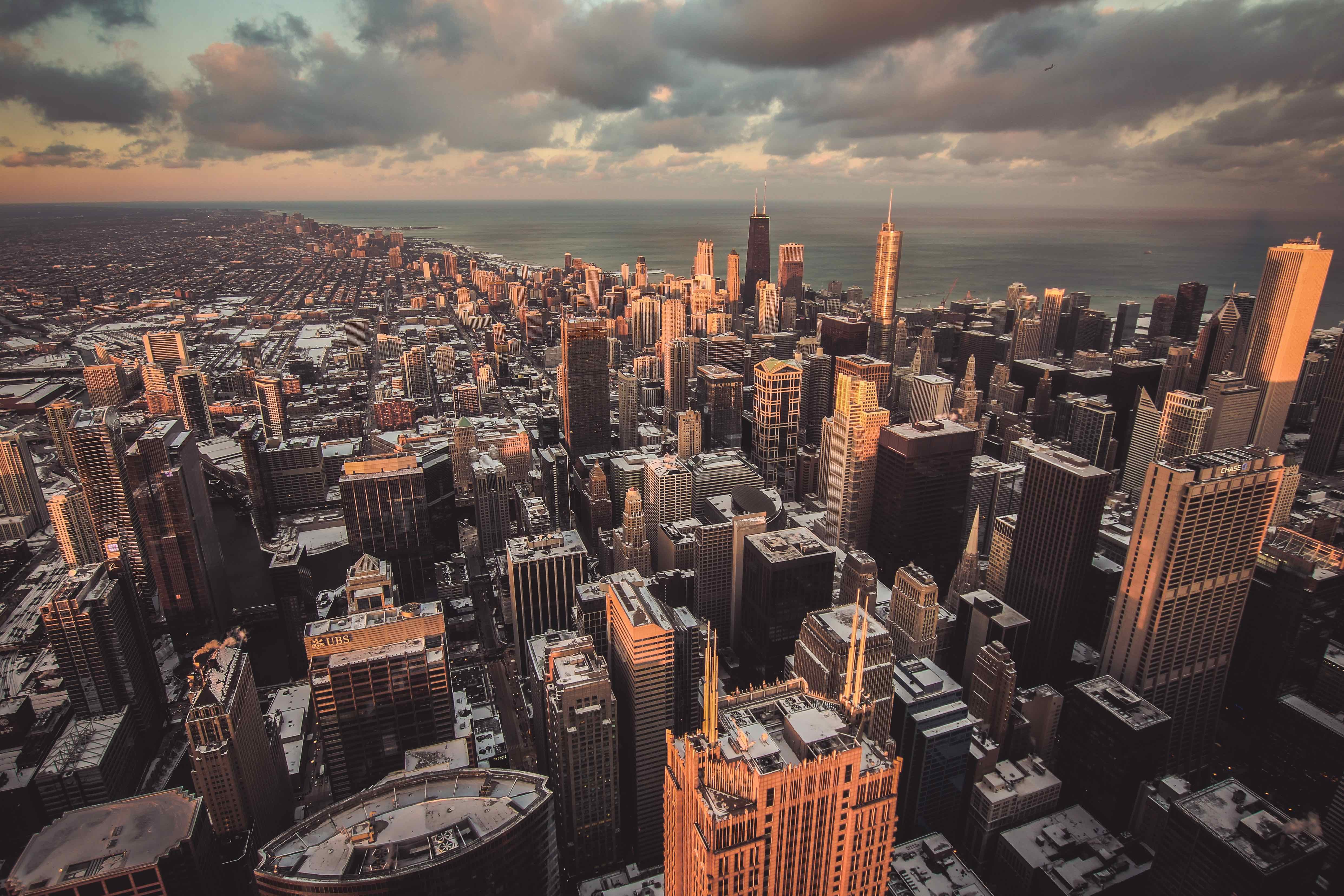The skyline of Chicago and the vast Michigan Lake at sunset
