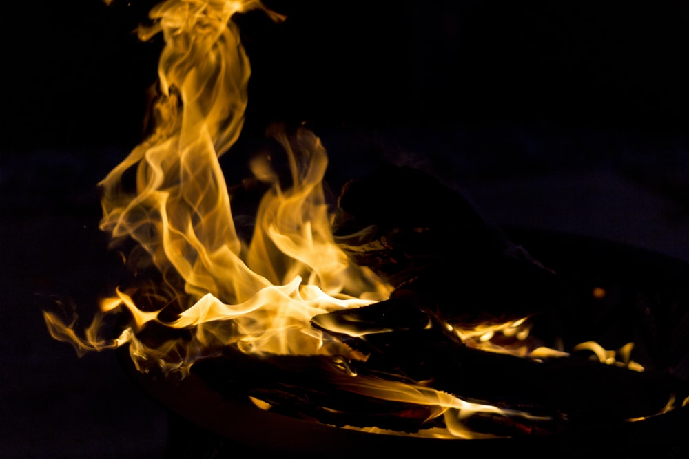 close-up photography of flame