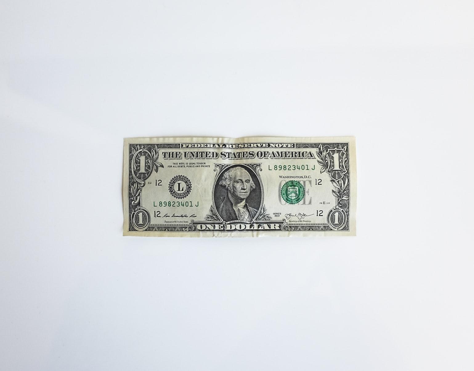 Uang kertas (dollar) sebagai pembayaran