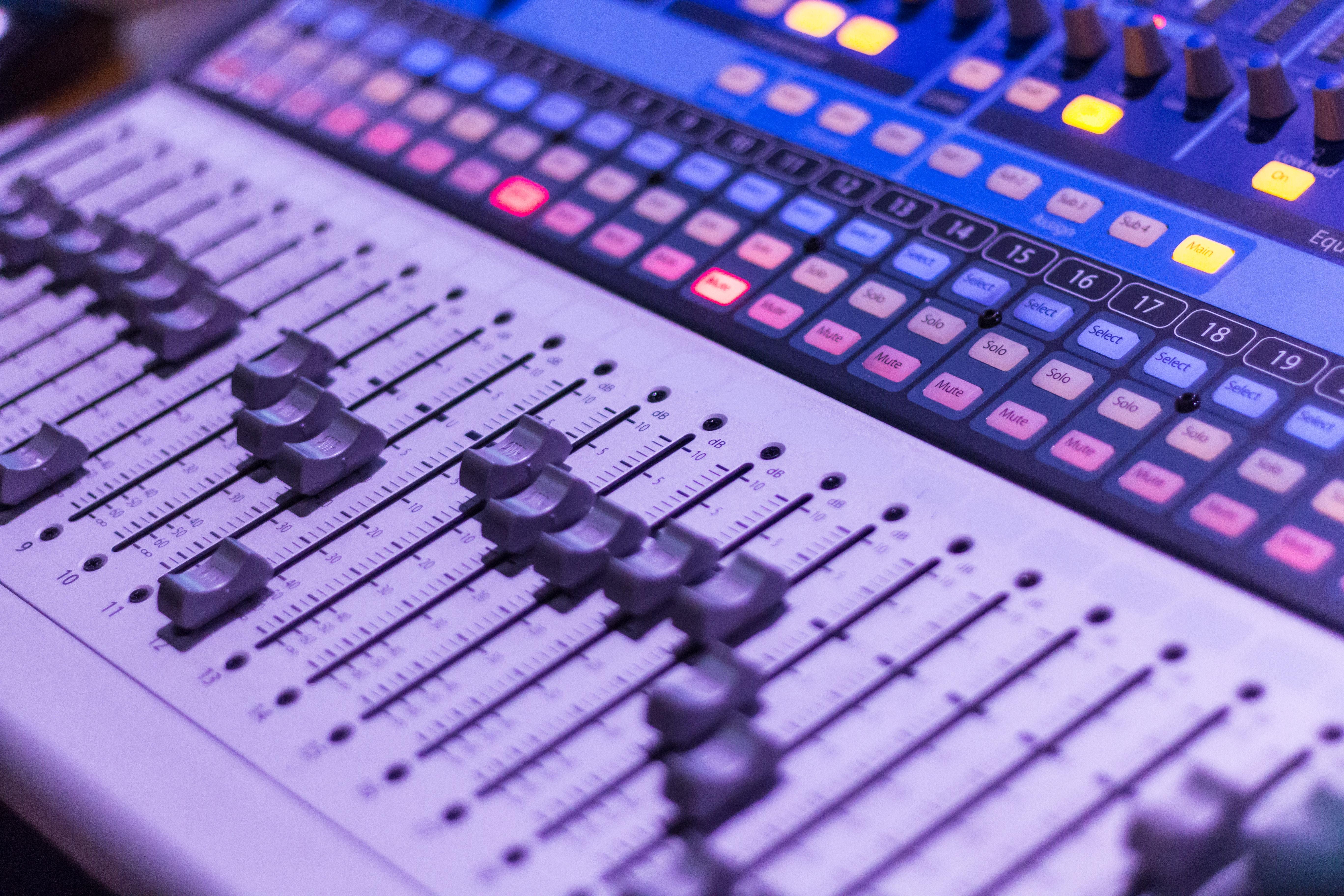gray and black audio mixer