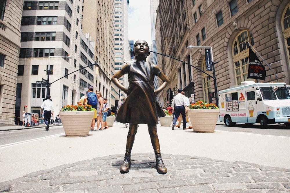 girl statue