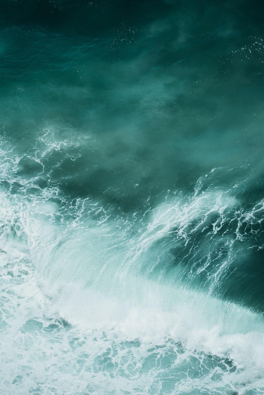 An ocean wave in the Sagres