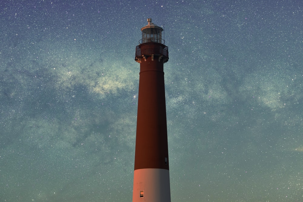 macro shot of brown and white lighthouse