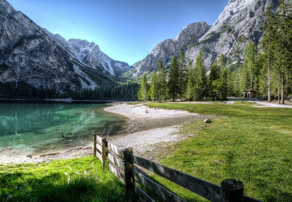 lake photography during daytime