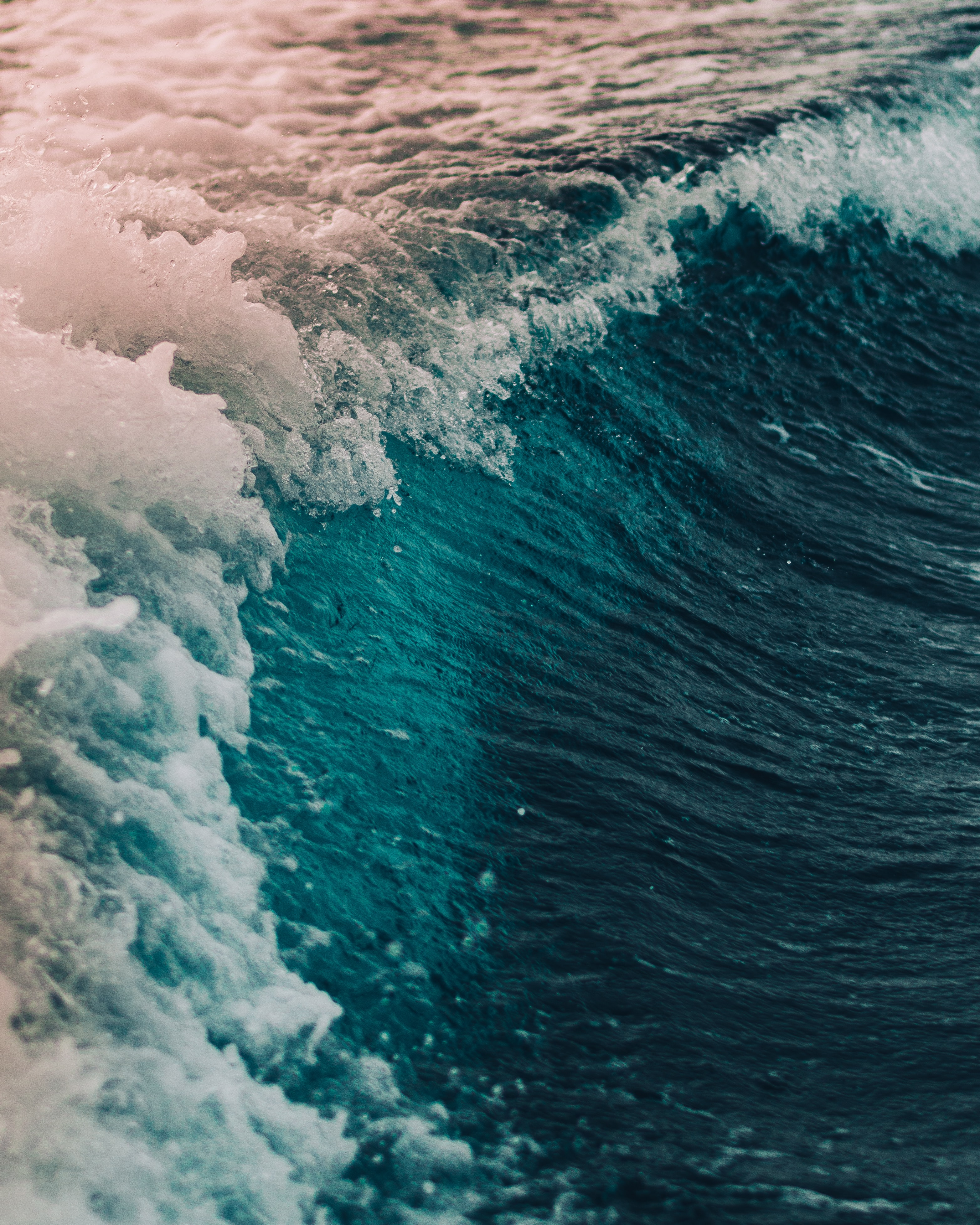 close-up photography of wave during day