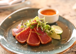 raw meat with spices on green ceramic plate