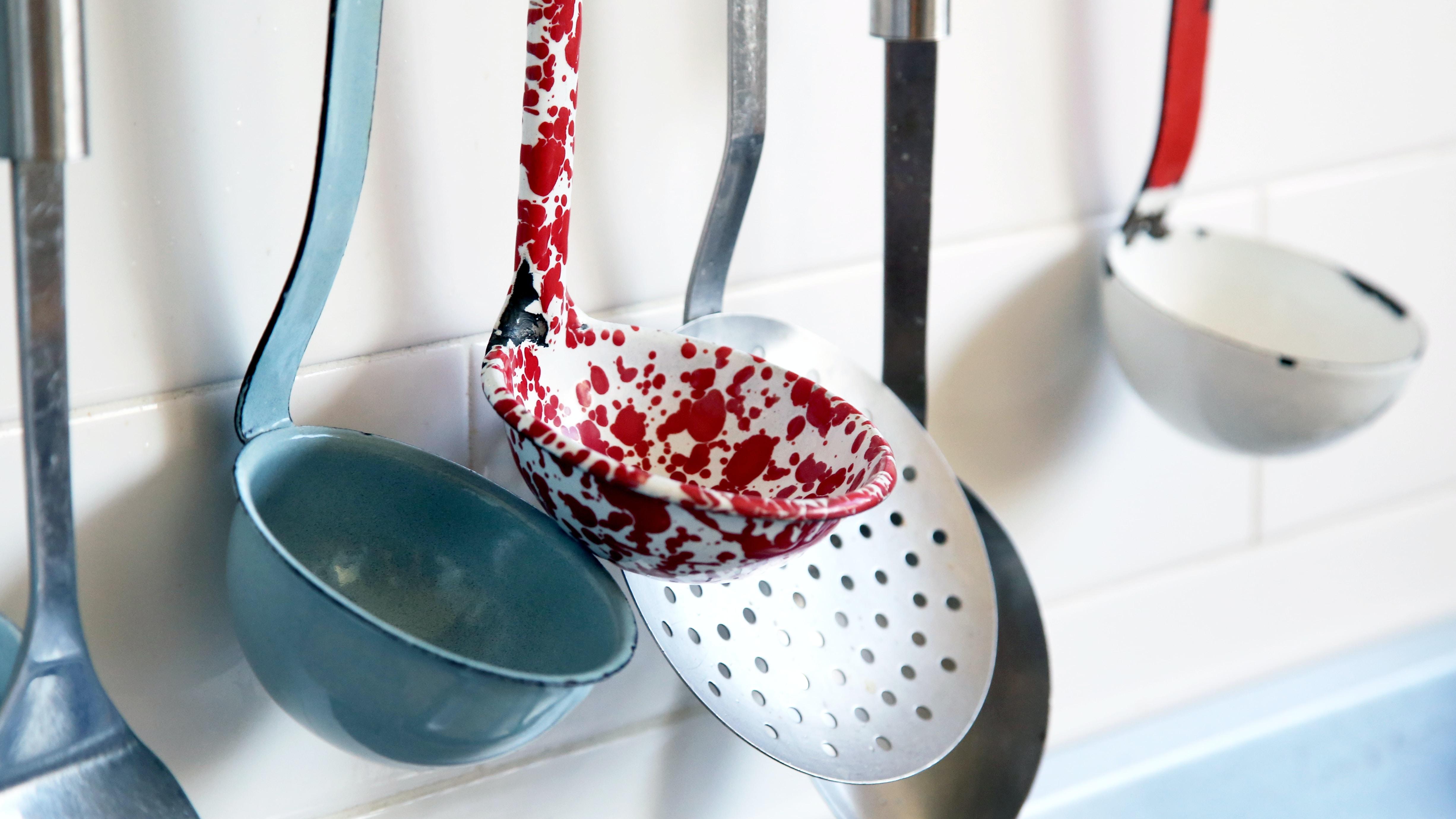 hanging spatulas