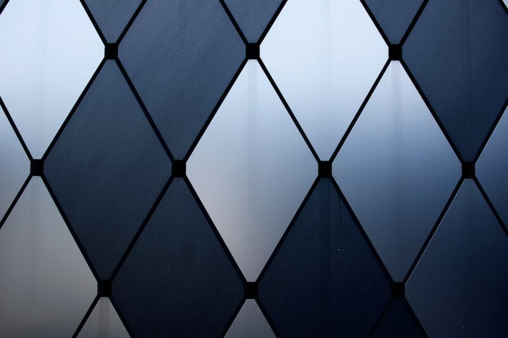 white and black diamond pattern wallpaper