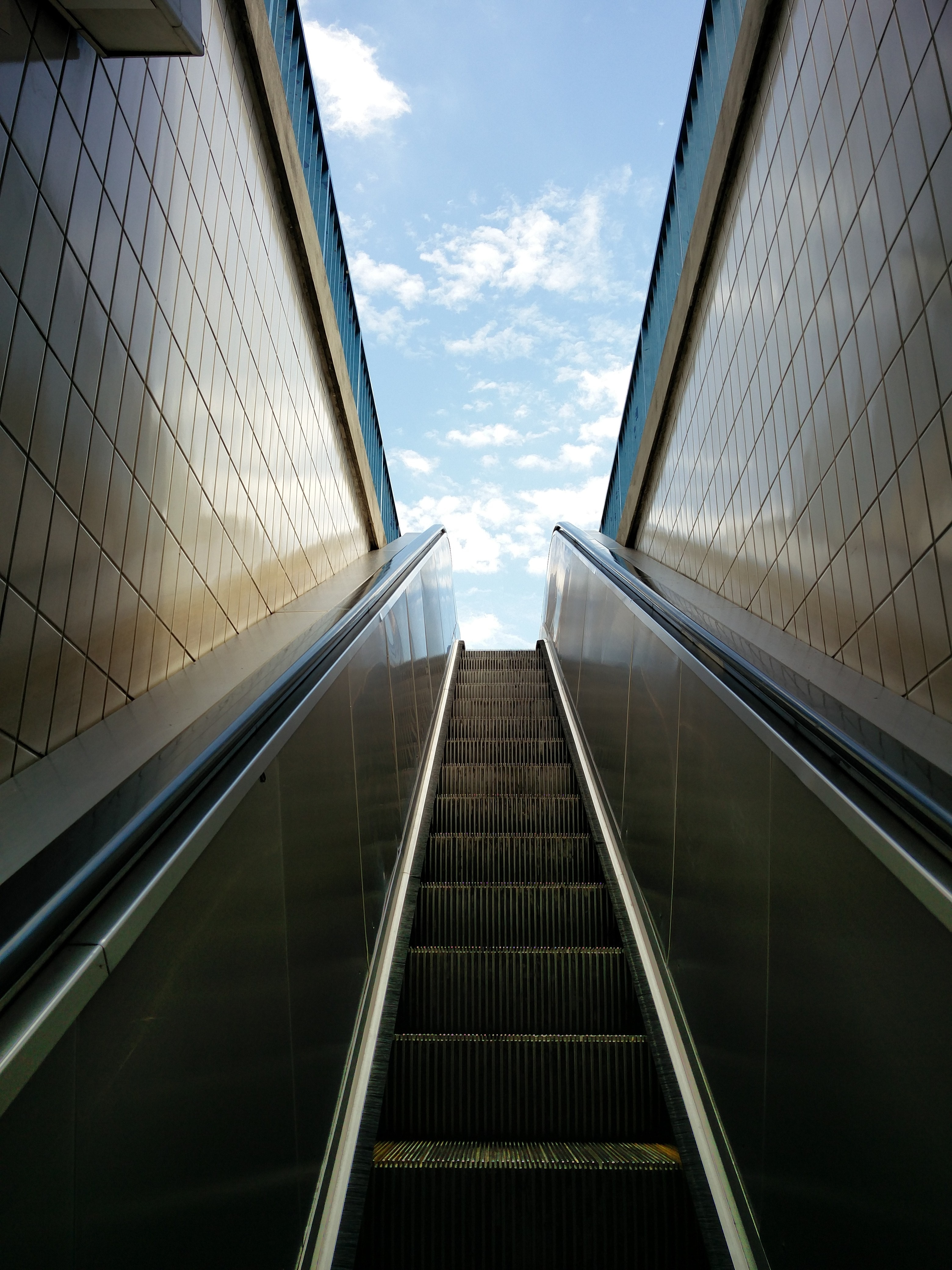 escalator in the middle of tiled walls