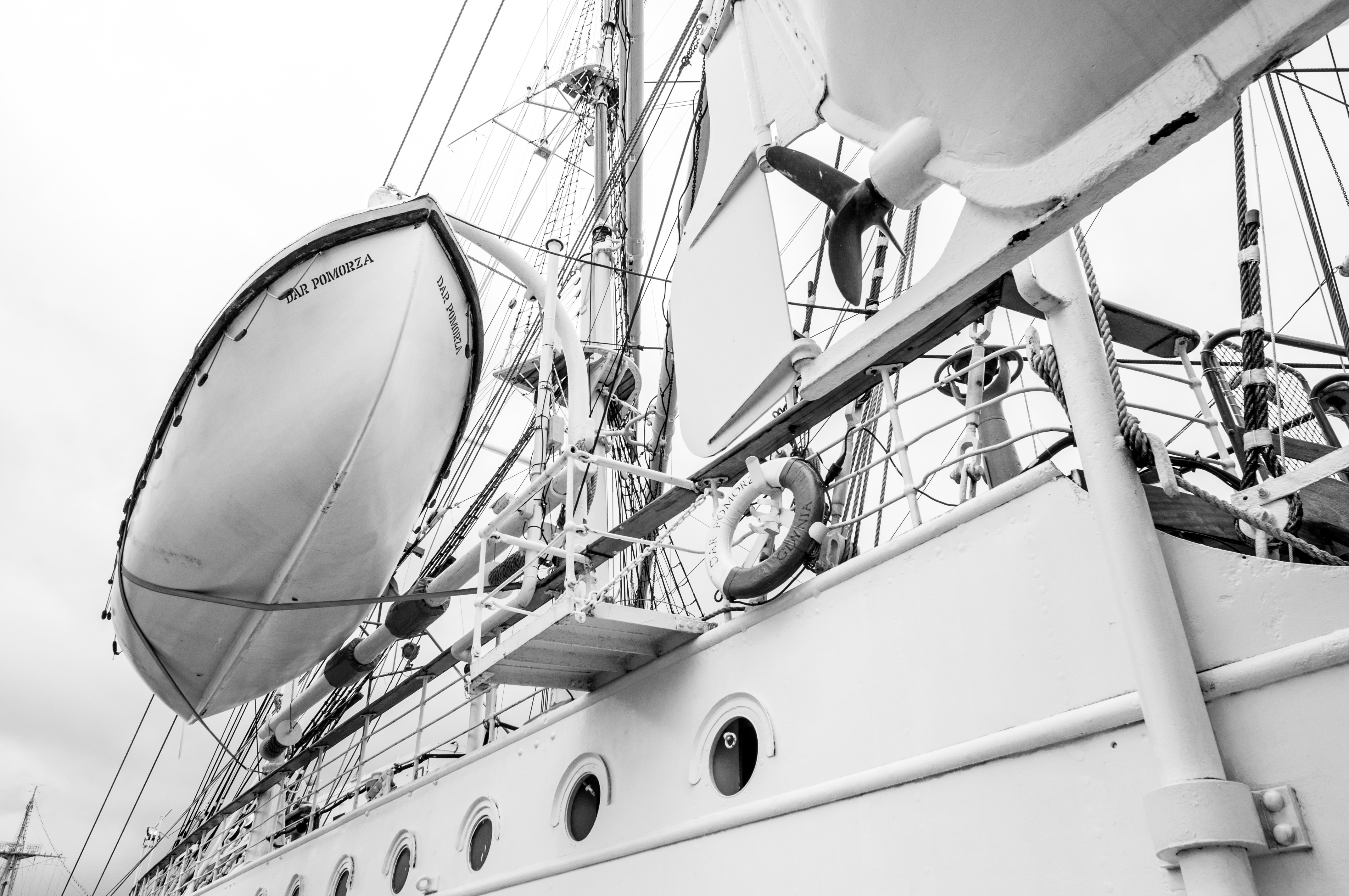 grayscale picture of sailing ship