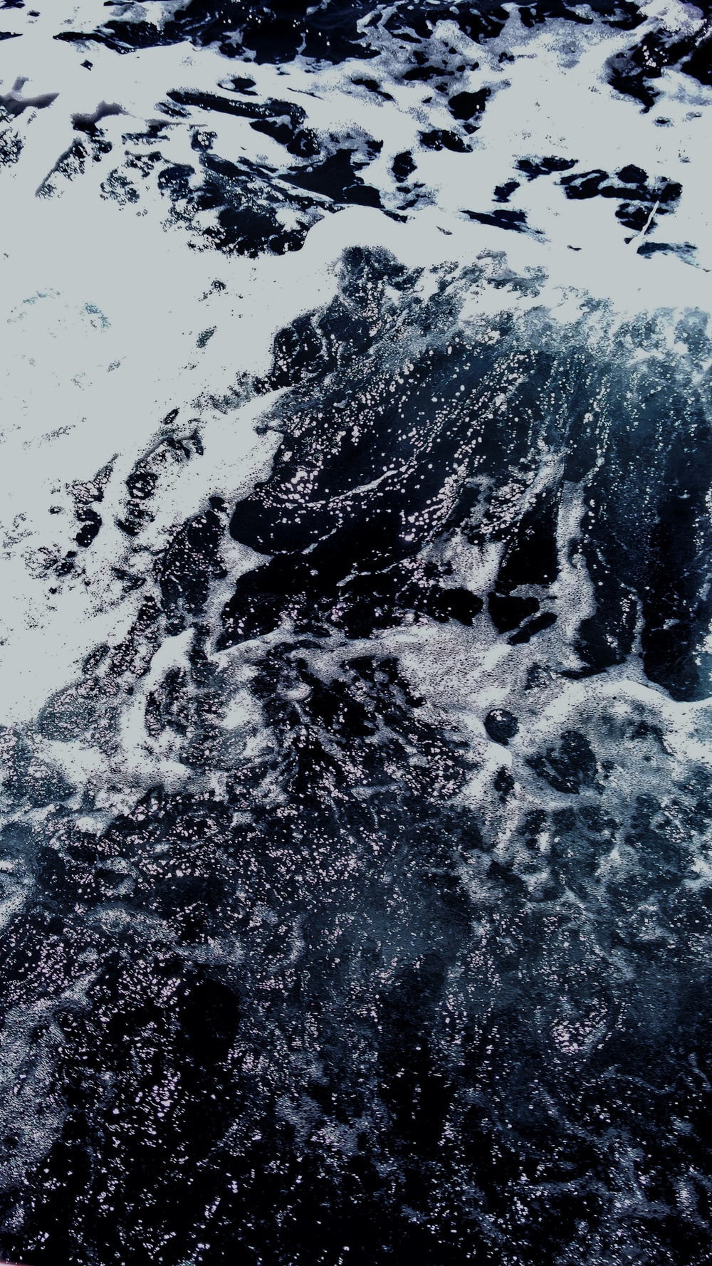 closeup photography of flowing water