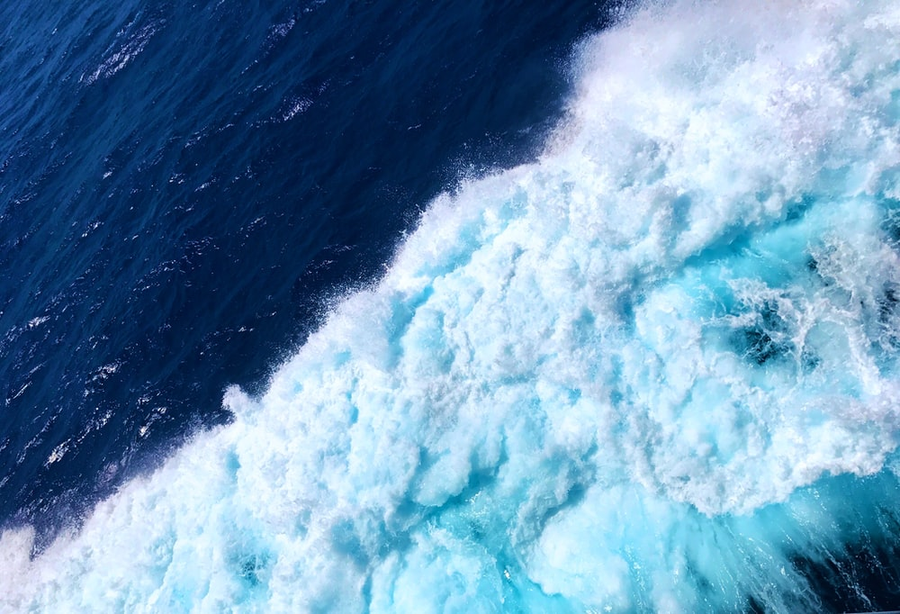 wave of blue water during daytime