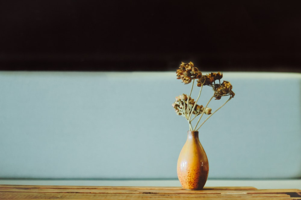 shallow focus photography of flower in vase