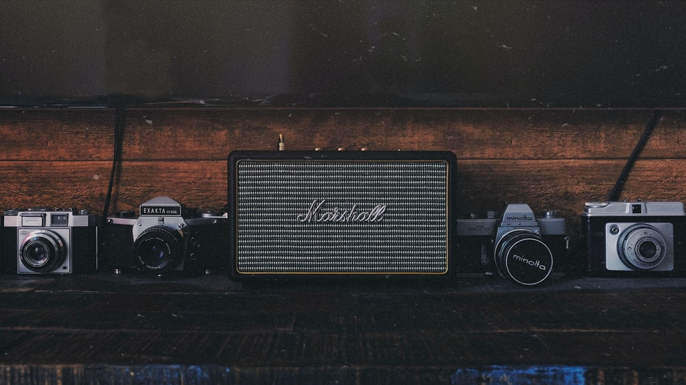 gray and black Marshall guitar amplifier