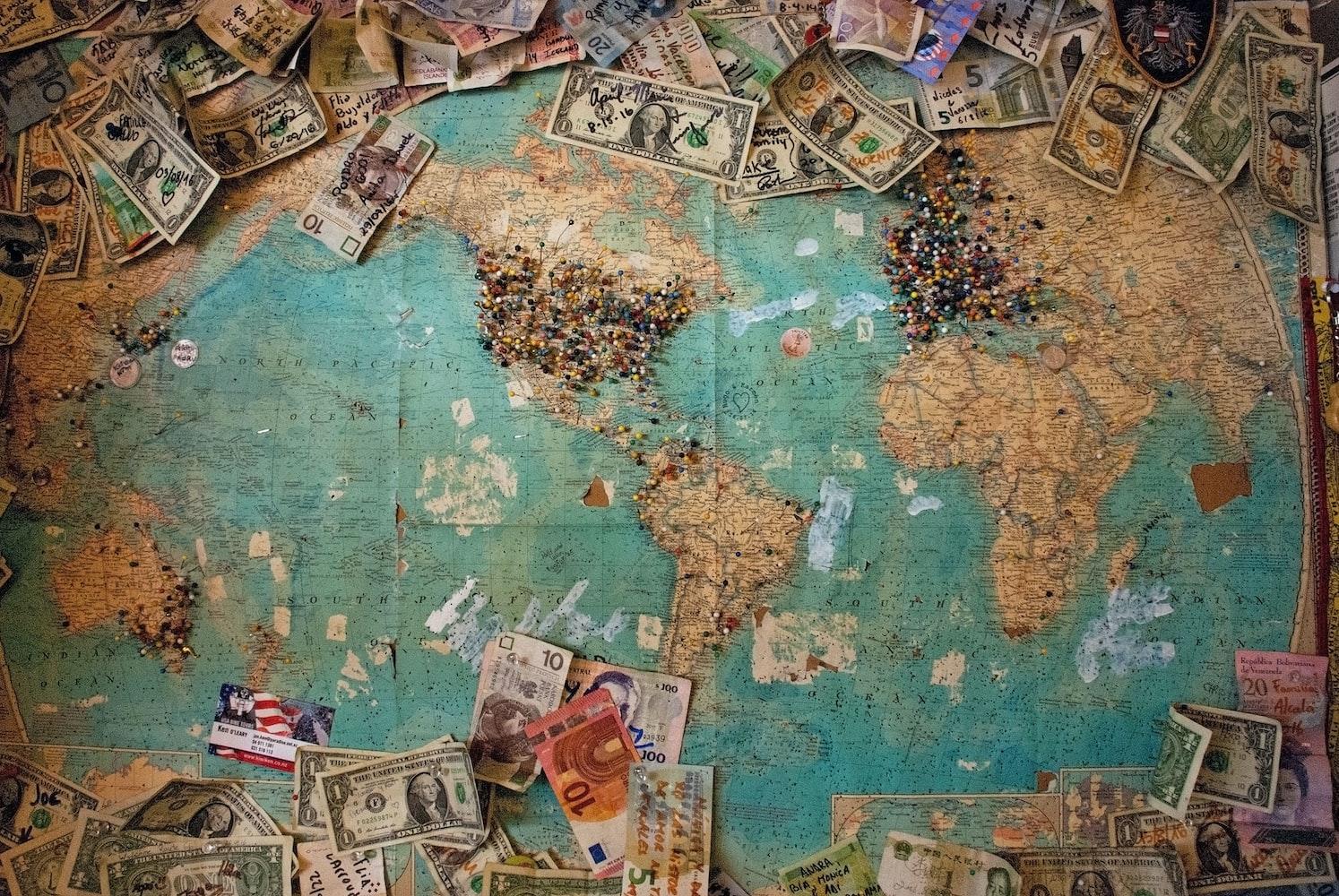 Деньги и карта мира