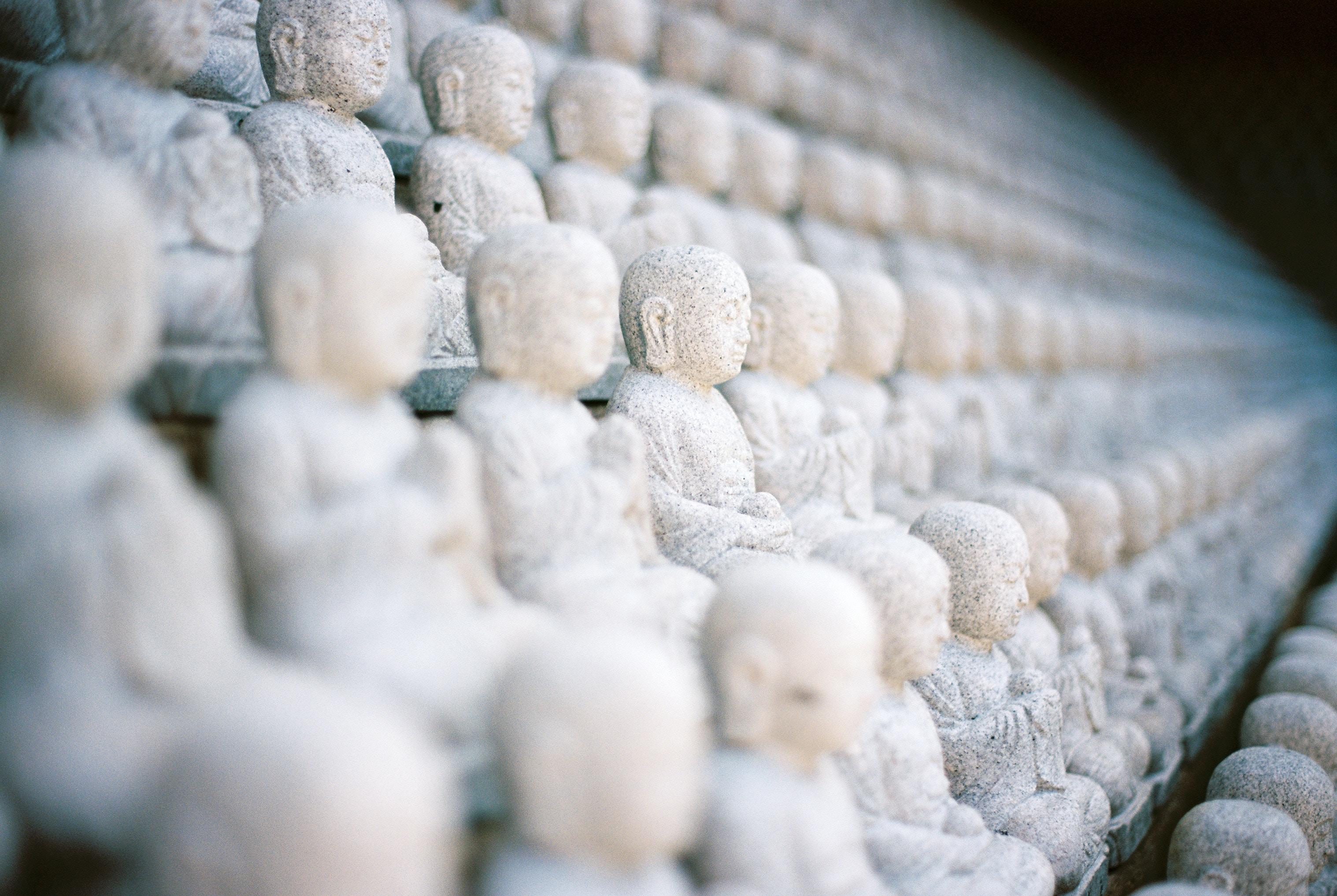 pile of praying buddha statue