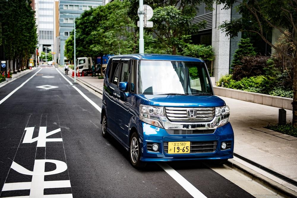blue Honda minivan during daytime