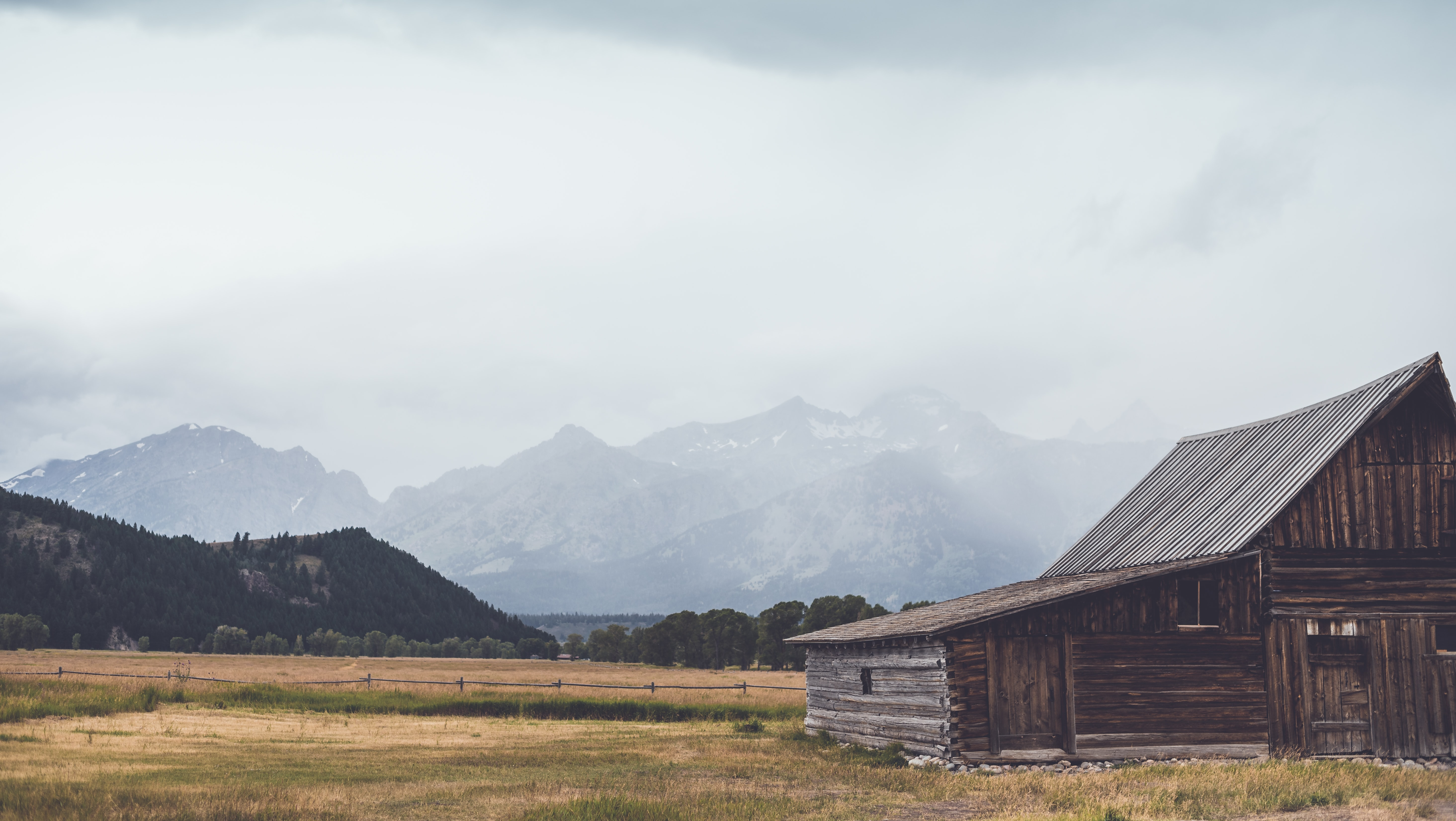 brown house and mountain
