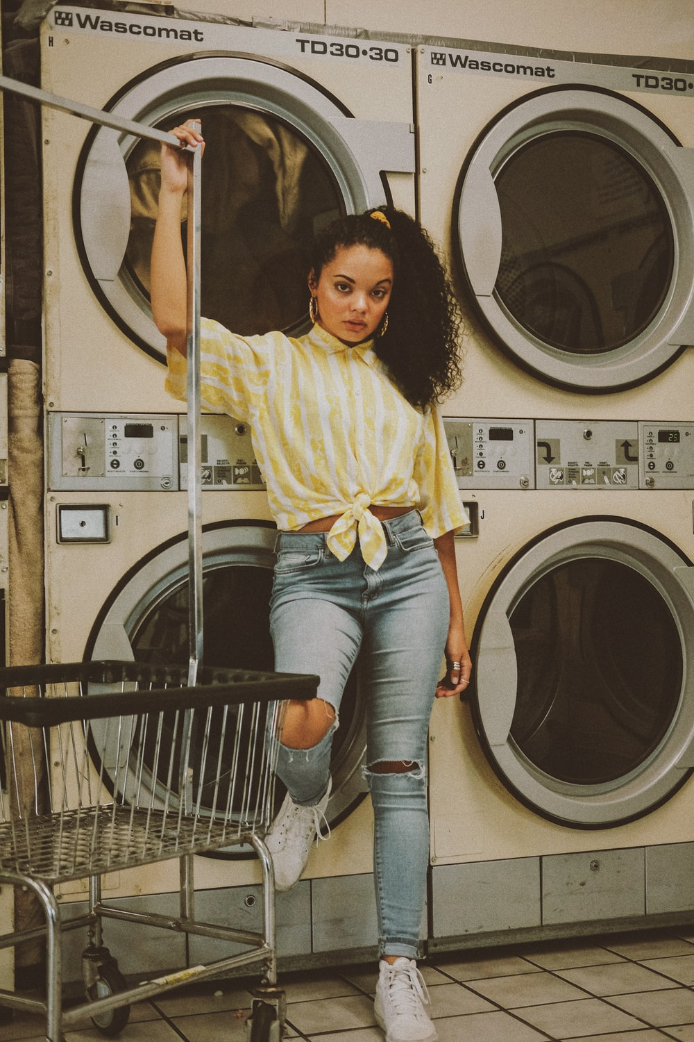 Laundromat Pictures Download Free Images On Unsplash
