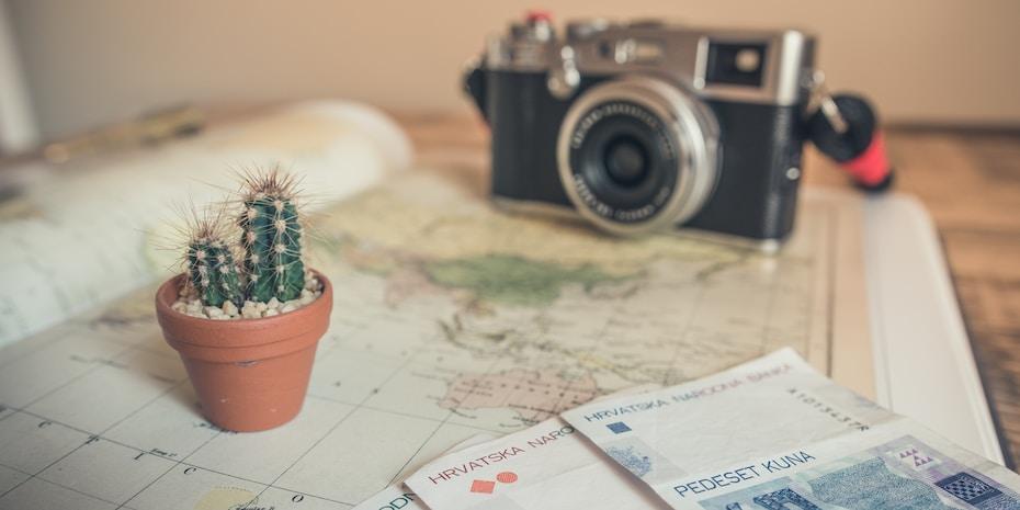Itt a vakáció! Nyaraláskor felmerül a kérdés, hogy mi lehet az útipoggyászban?