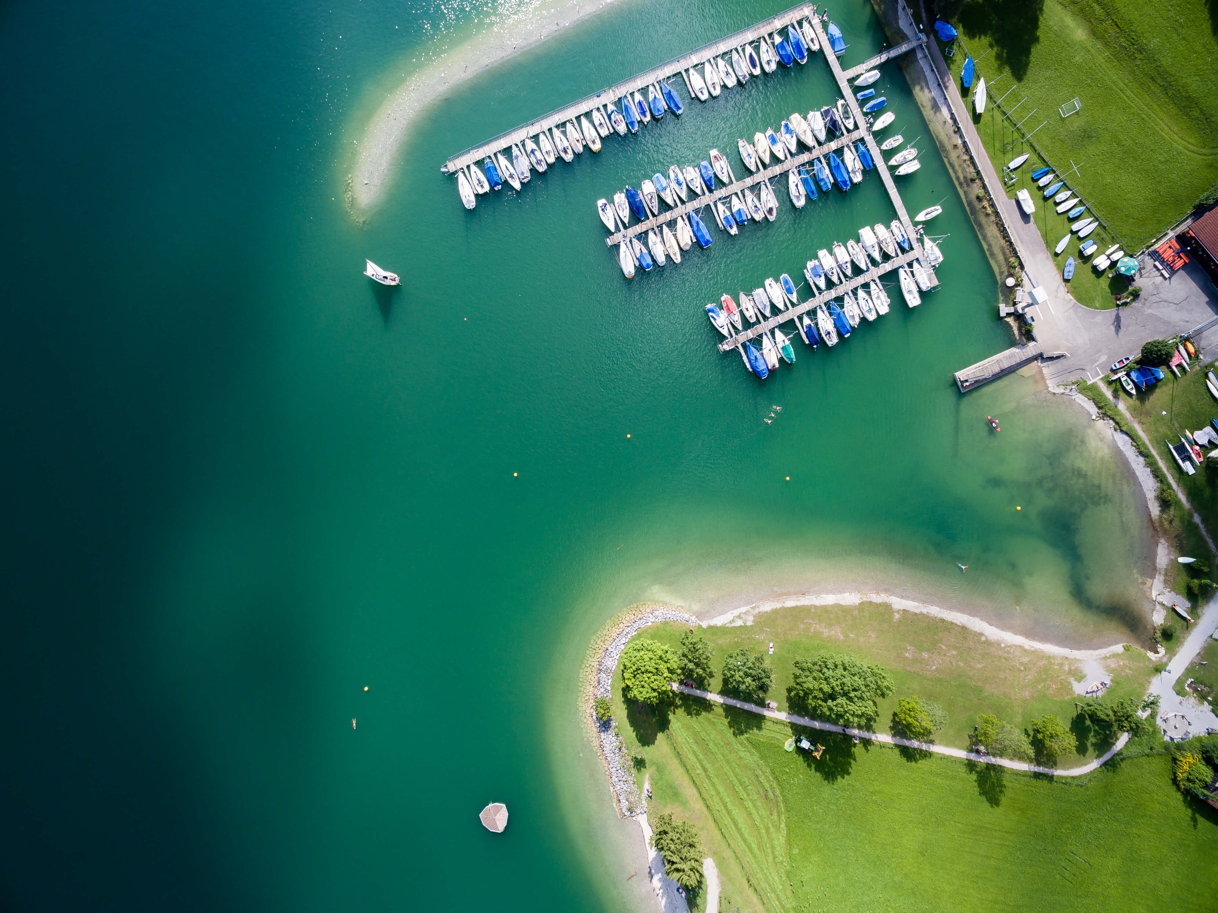 bird's eye view of boats near the dock