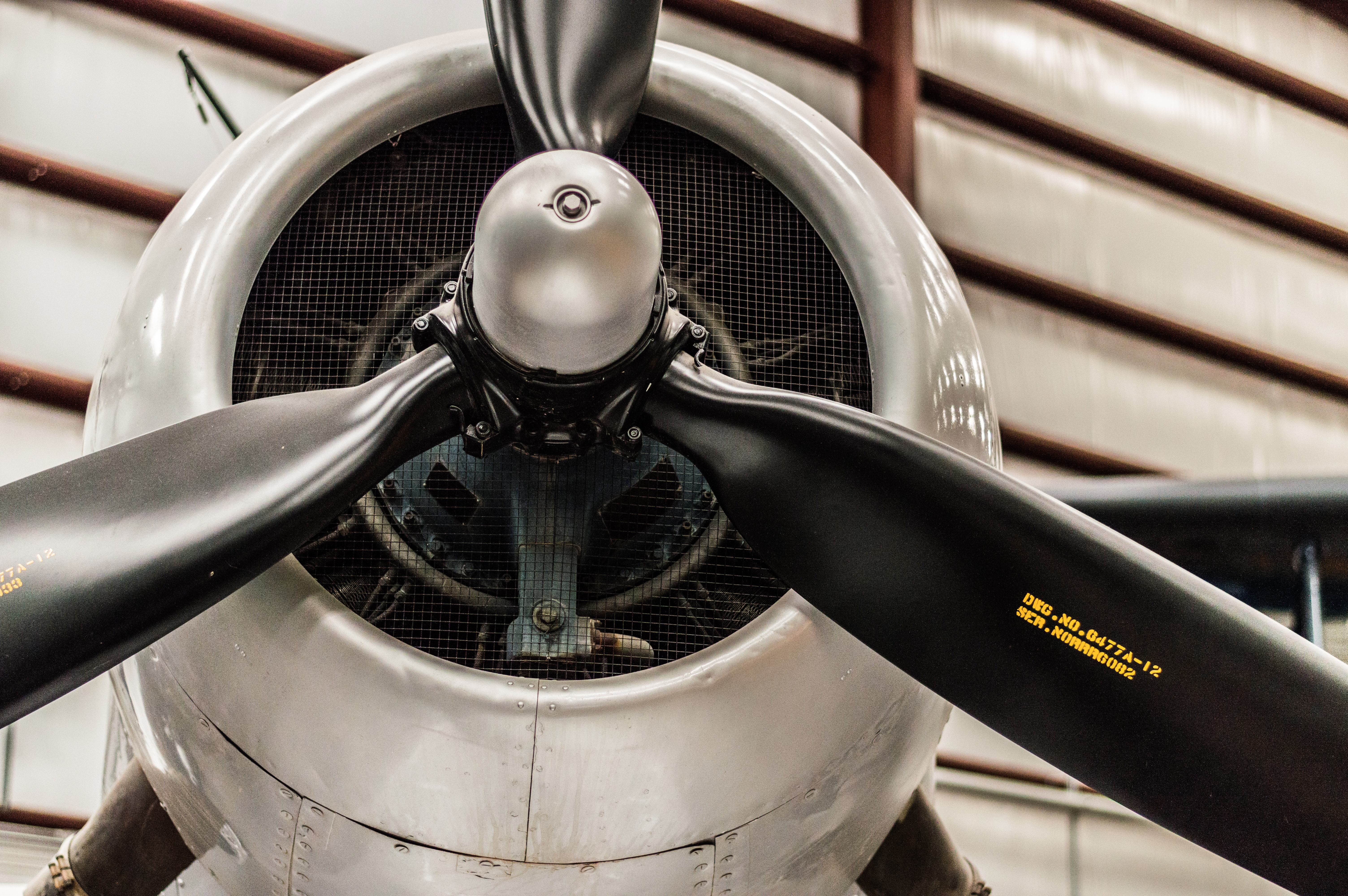 close up photography of plane's propeller