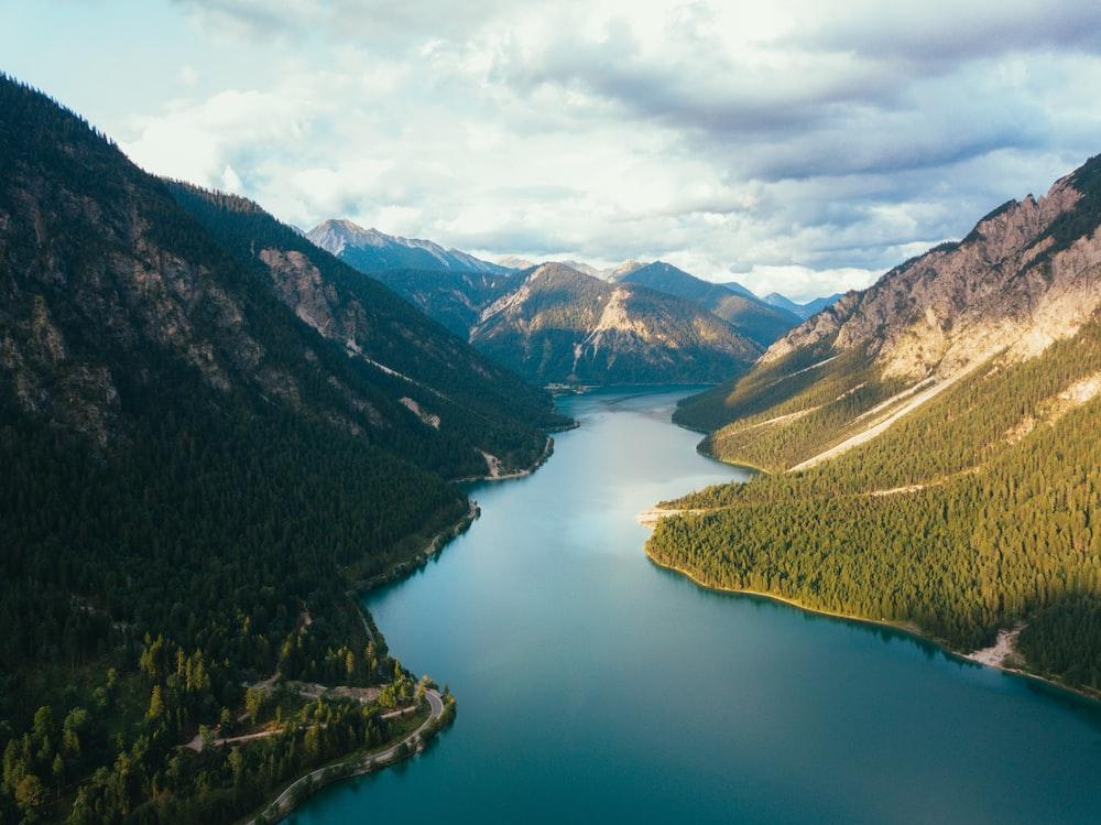 body of water between highlands