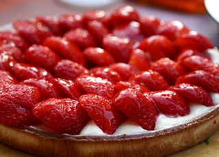 selective focus photography of strawberry pie