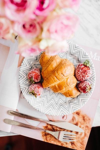croissant-na-sniadanie