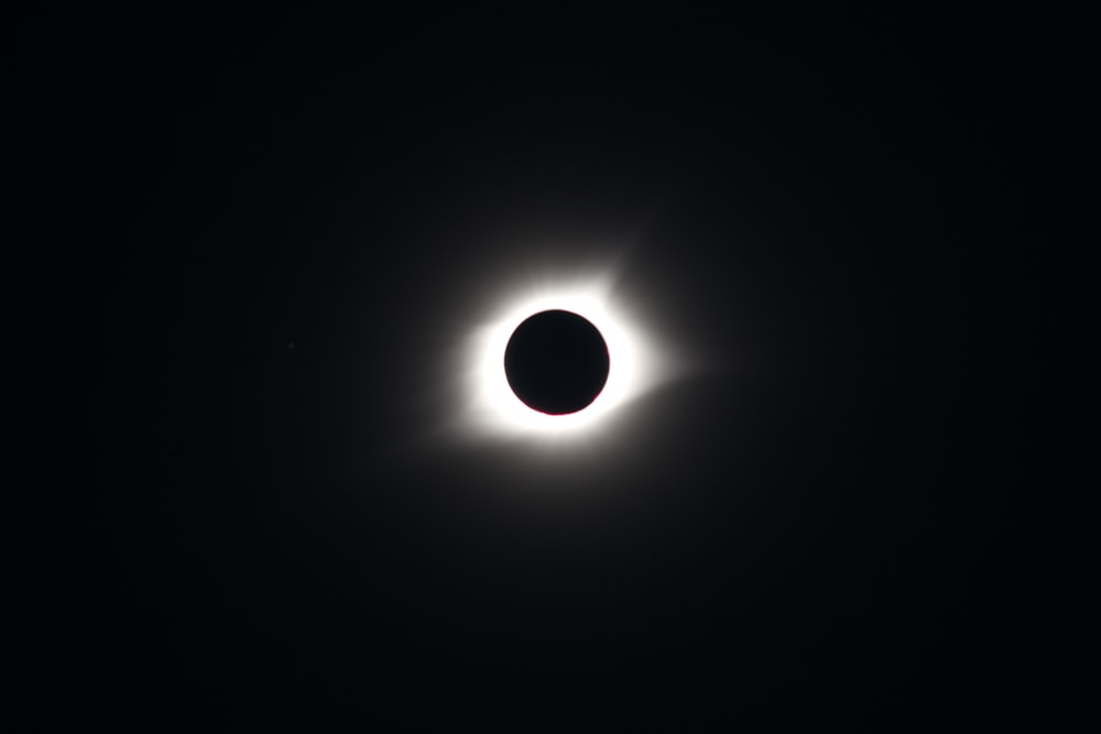 Solar Eclipse Pictures Download Free Images On Unsplash
