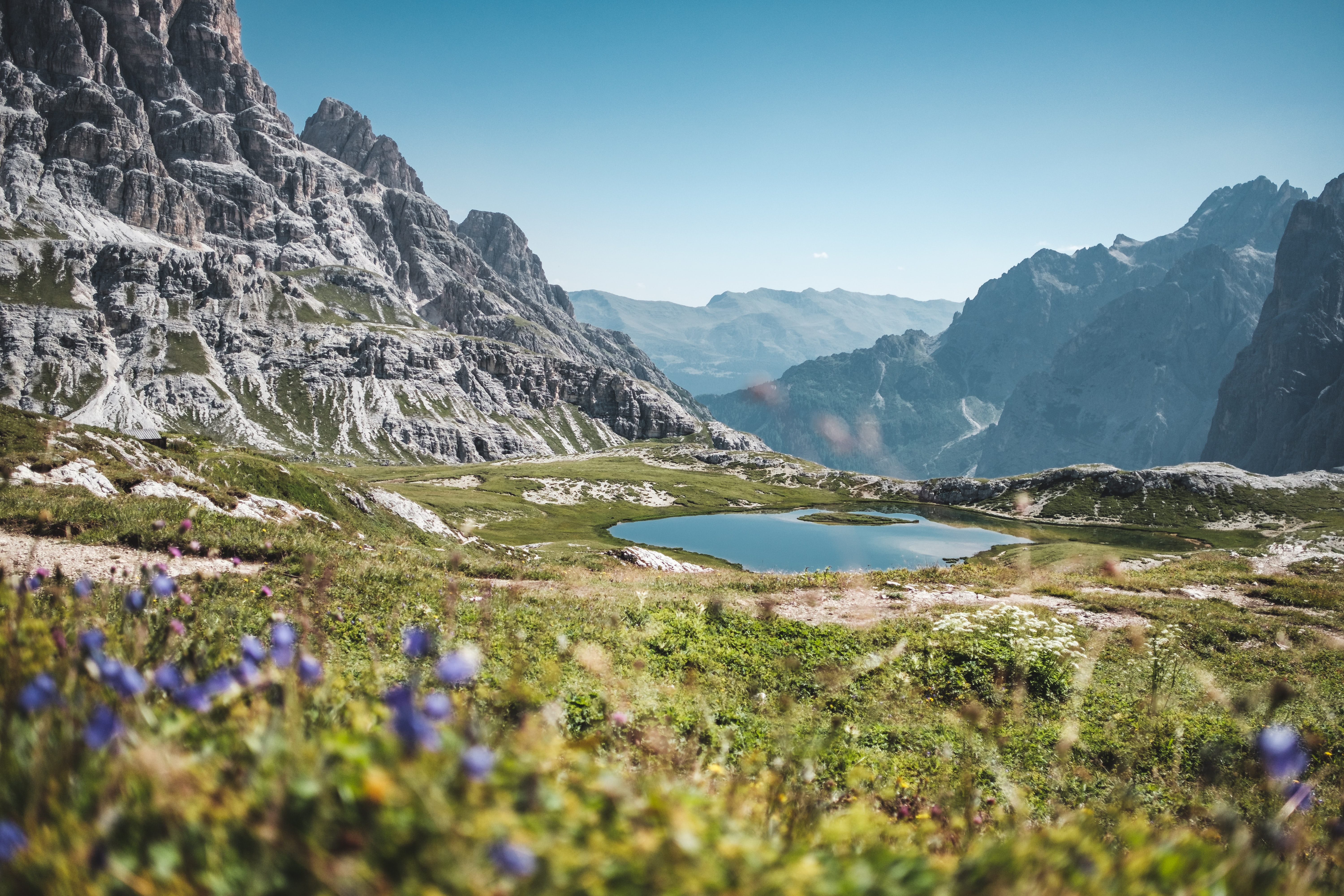 lake surrounded by rocky mountains at daytime