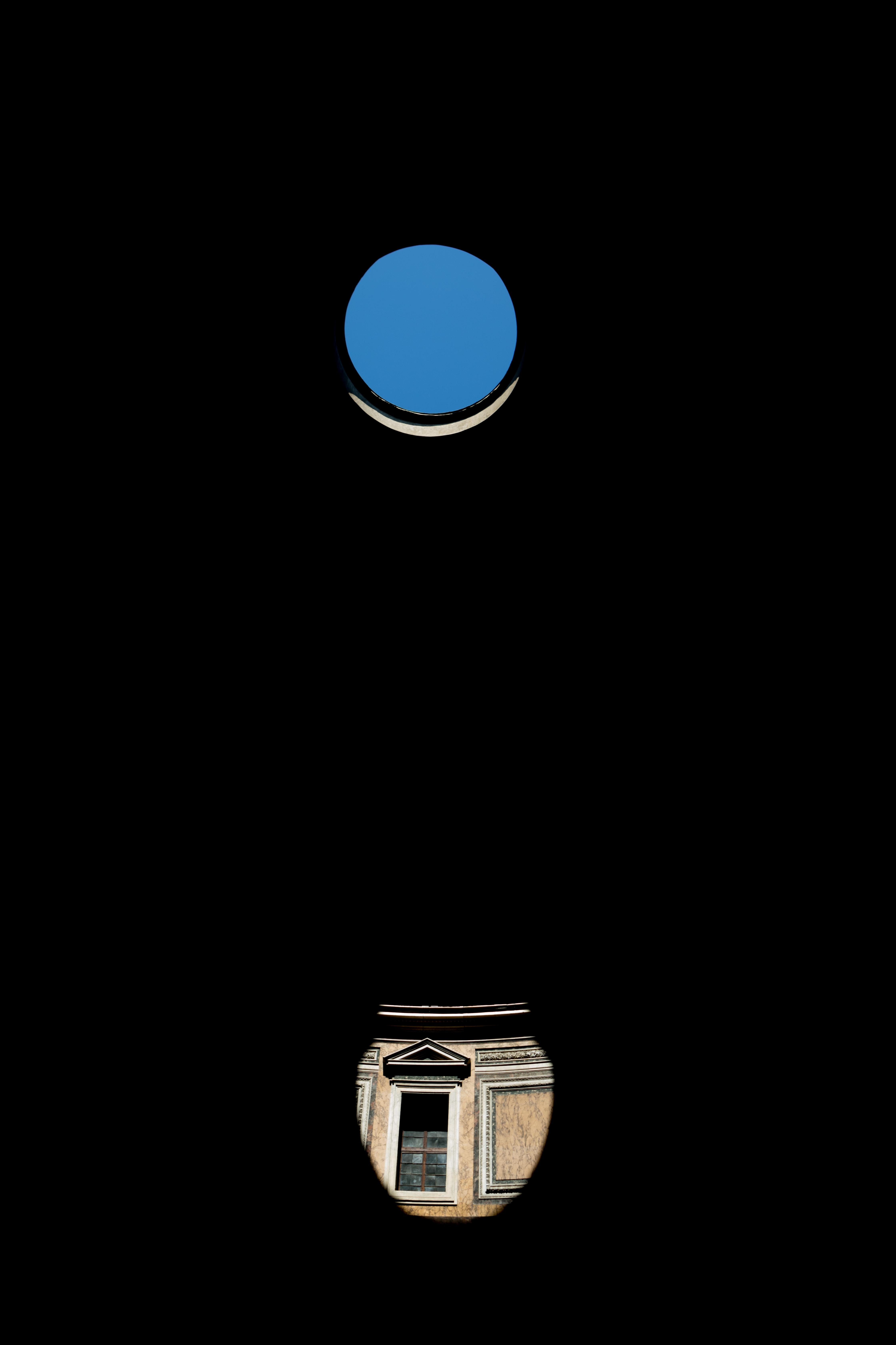 blue dot on top of brown vase illustration