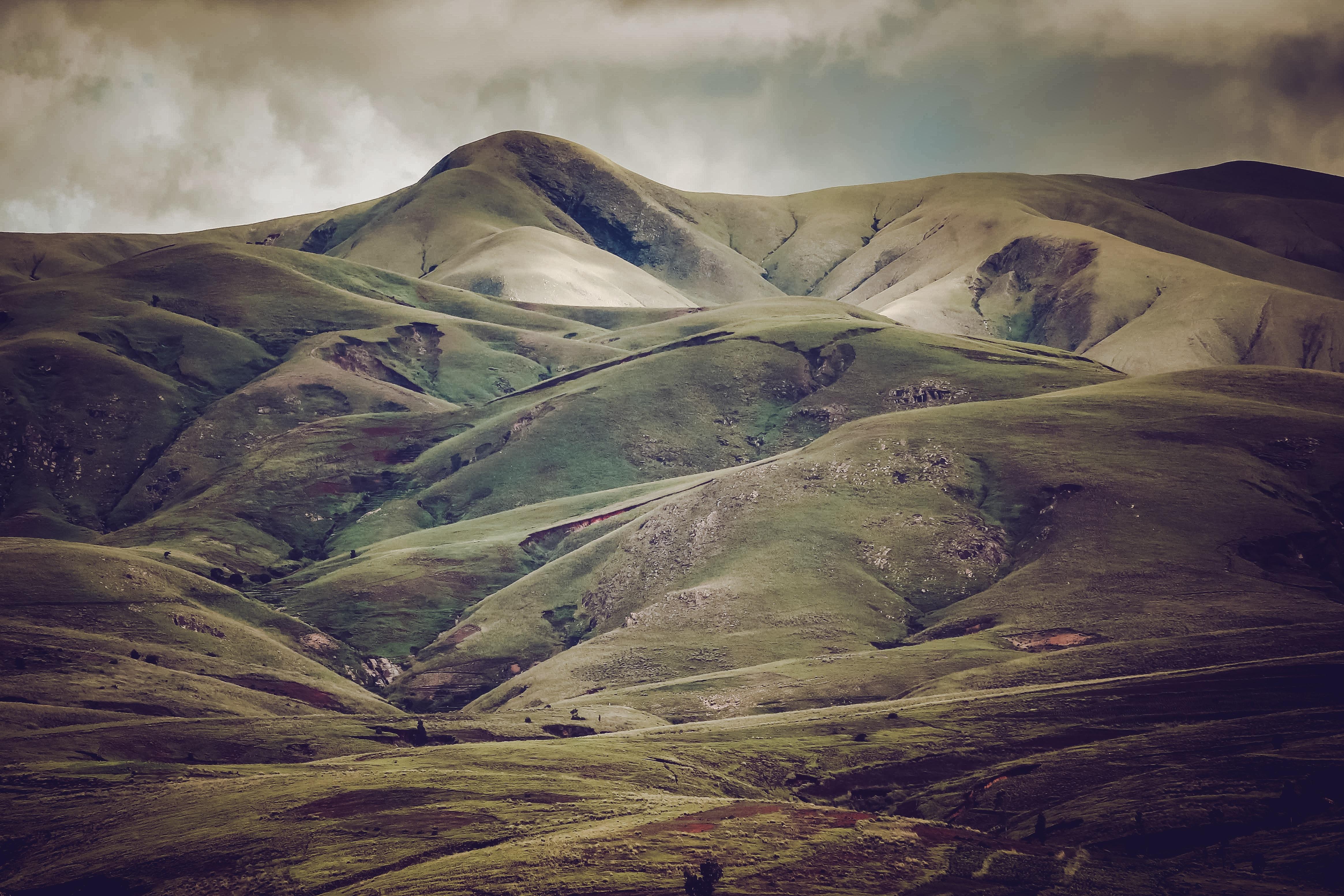 photo of ridge during daytime