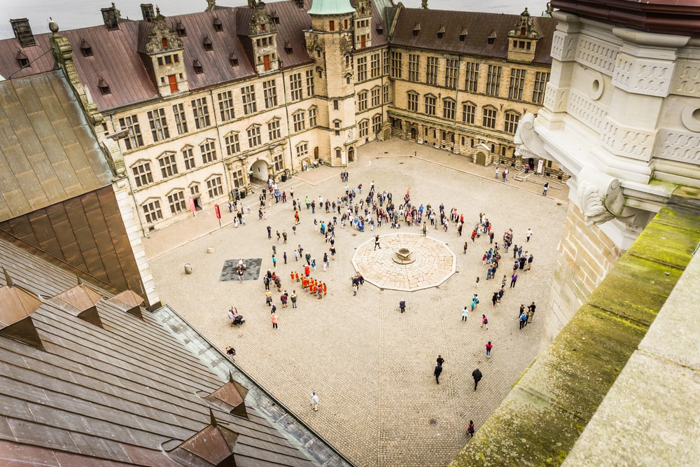 bird's eye view of groupe of people outside the mansion