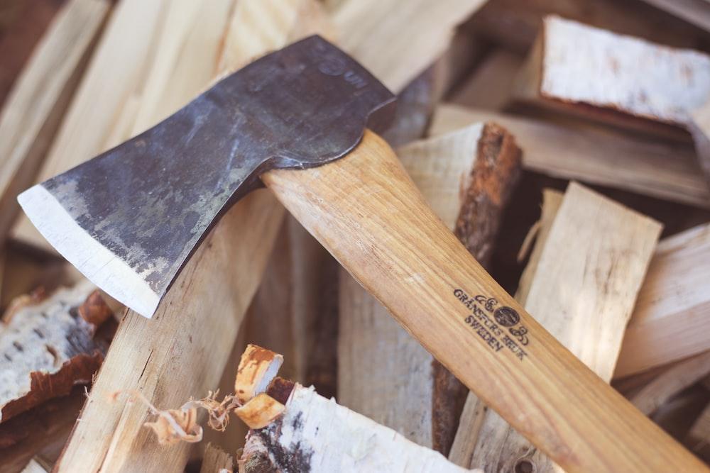 closeup photo of brown hatchet