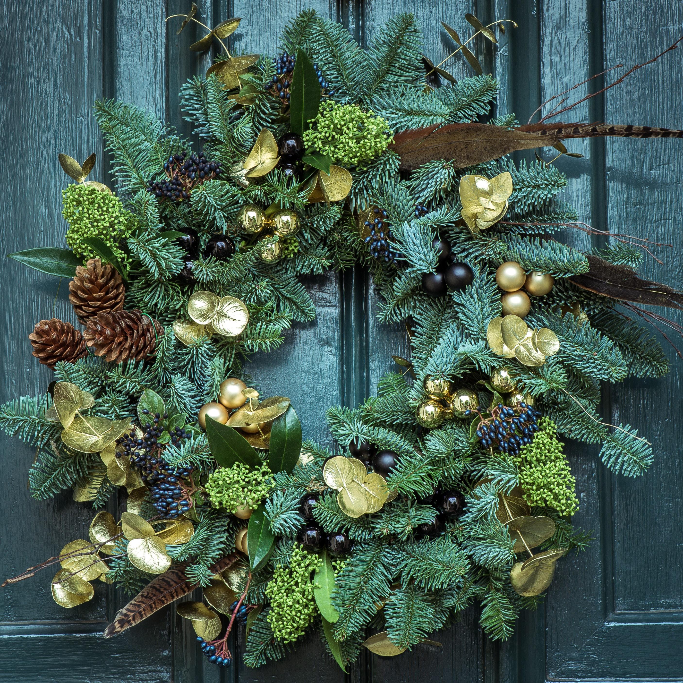 17 Christmas Garden Ideas: Festive And Organic Holiday Decorations