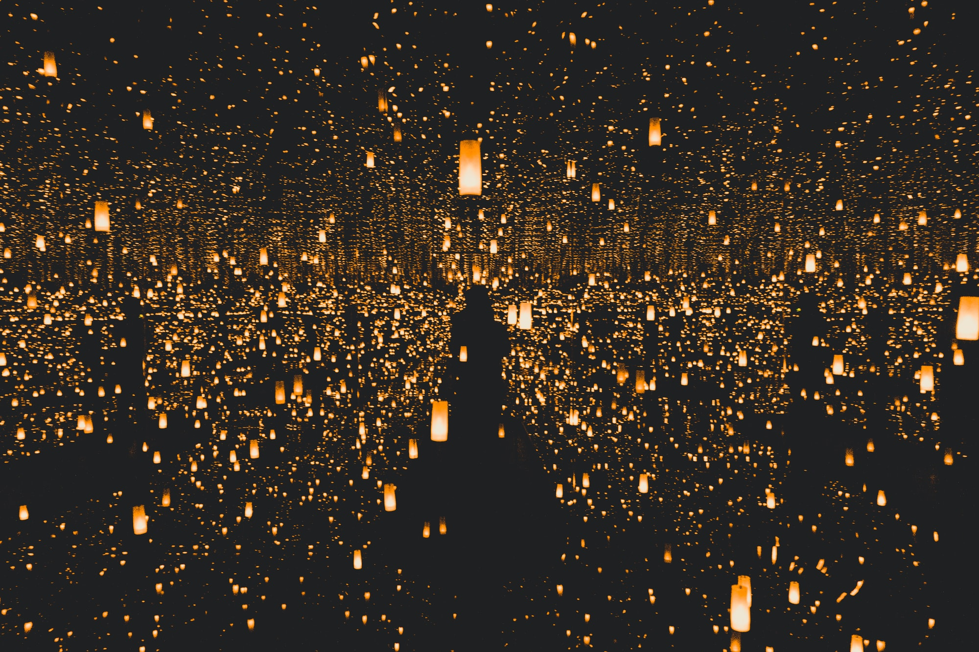 a mood picture with hundreds of lamps