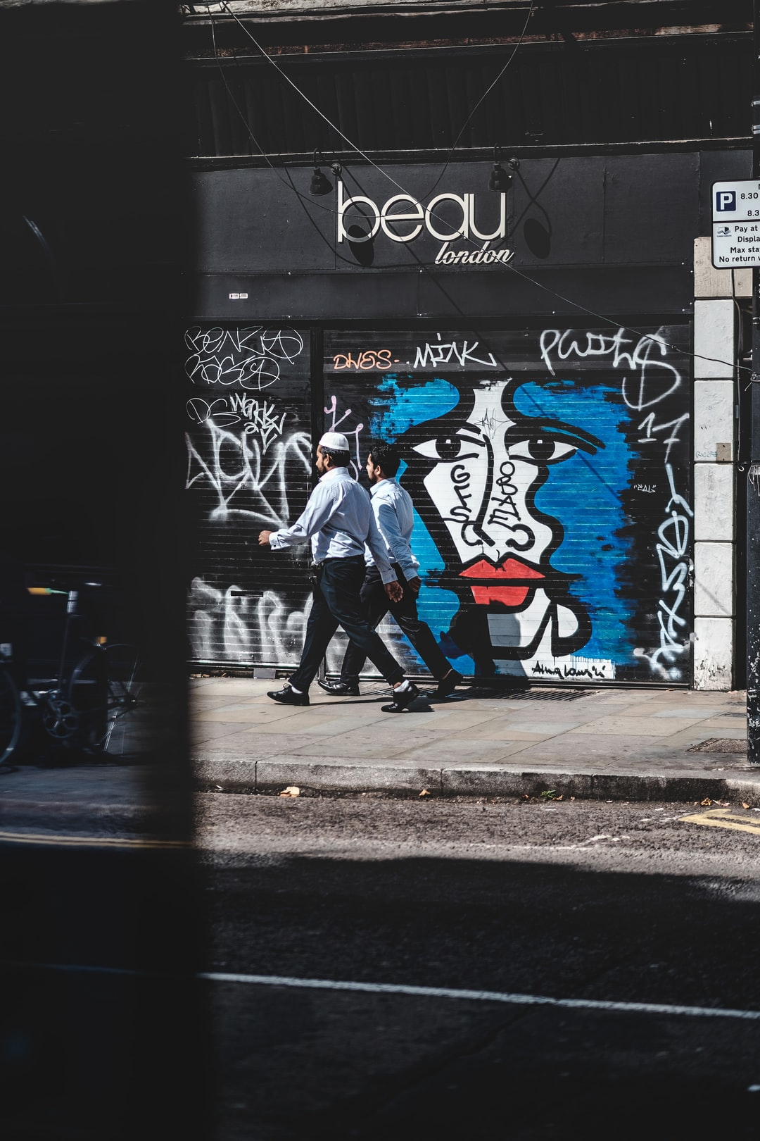 Stride by London. Street art by Anna Laurini Blue