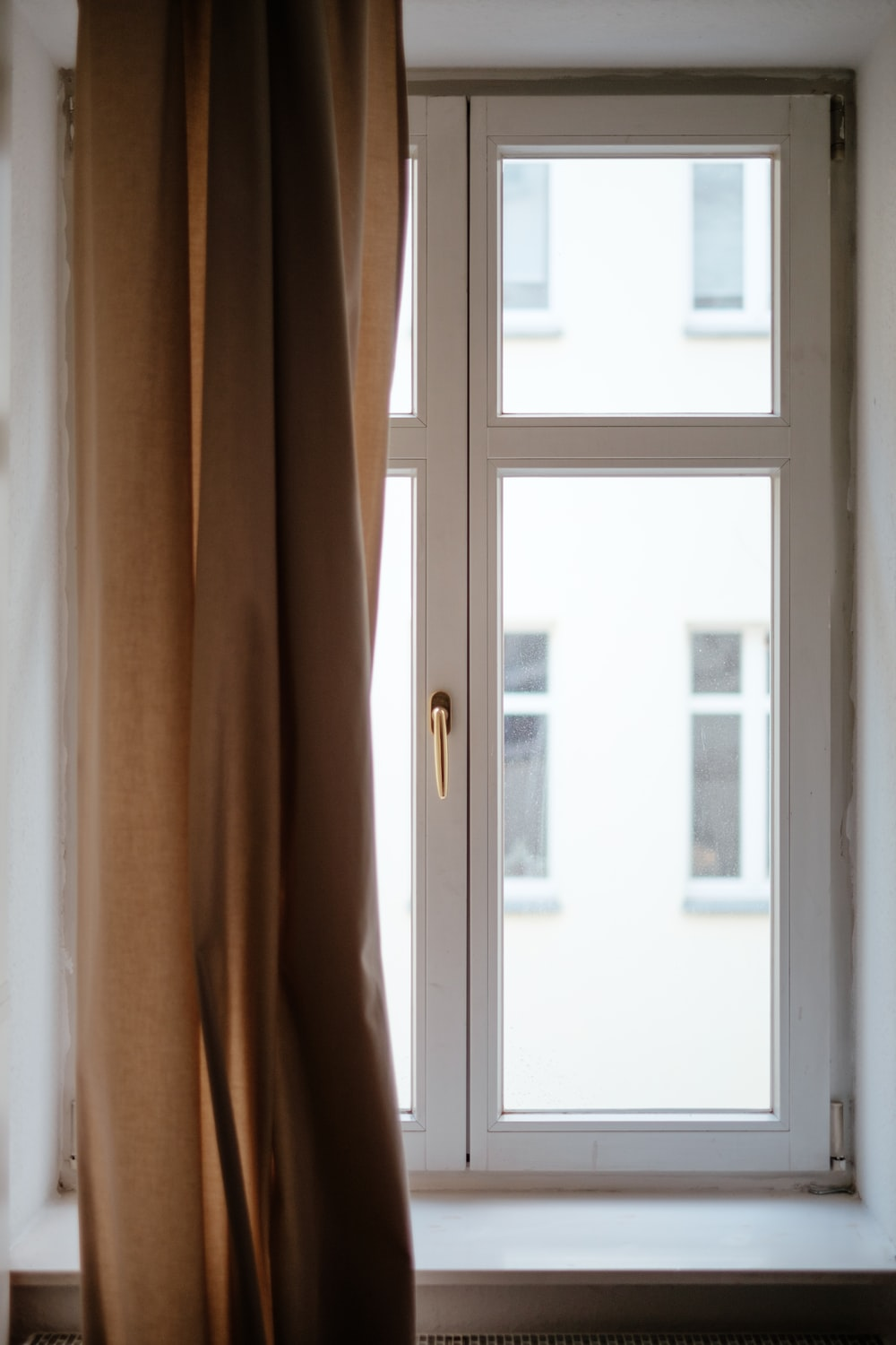 Best 100 window images download free pictures on unsplash for Finestra immagini