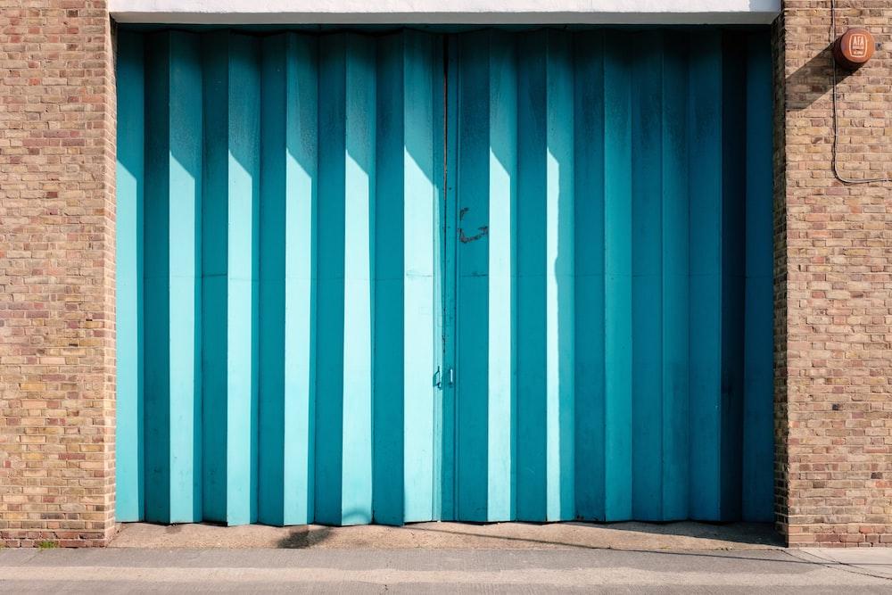 Garage Door Pictures Download Free Images On Unsplash